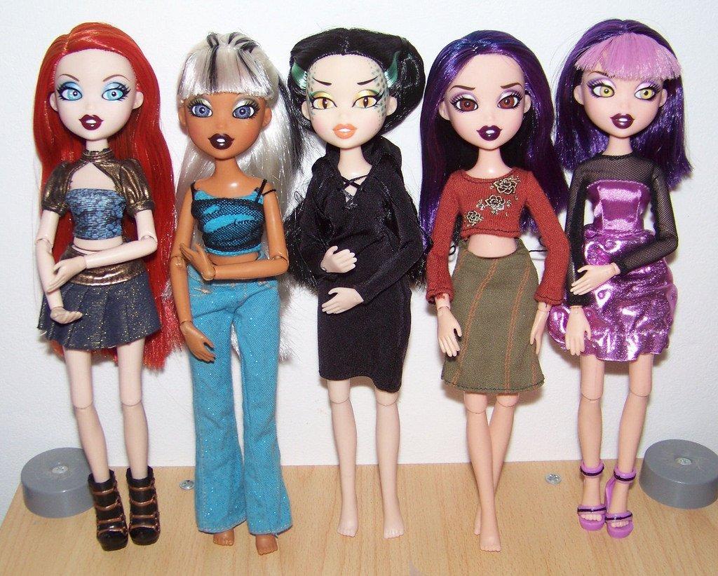 Age inappropriate Bratz dolls