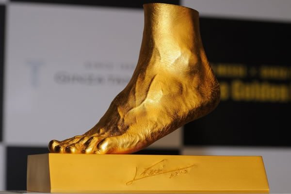 Ginza Tanaka Lionel Messi foot