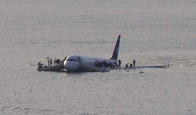 US Airways Flight 1549 crashed into the Hudson River after being struck by a flock of Canada geese. The plane hit the icy water just 3 minutes after take off from New York City's LaGuardia Airport on January 15, 2009. (Photo:Wikimedia)