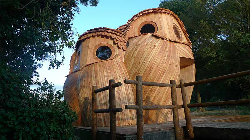 These spectacular owl cabins in Bordeaux are the ninth public shelter to be constructed in the city suburbs. (Photo: Zebra3.org)