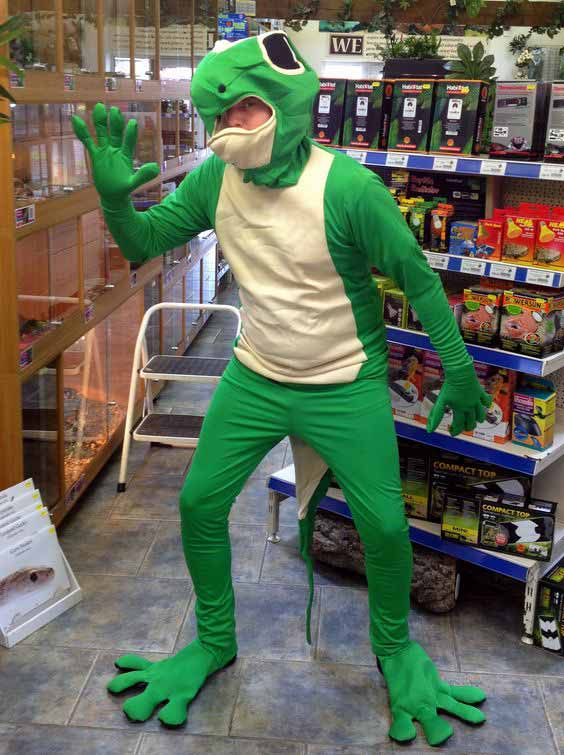 A man dressed as a gecko a.k.a Gecko Man (Photo: Pinterest/Northampton Reptile Centre)