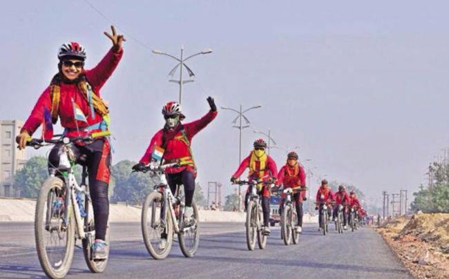 In 2016, 500 kung fu nuns rode 4000km through Nepal and the Himalayas to raise awareness of human trafficking in the region. (Photo: GirlTalkHQ)