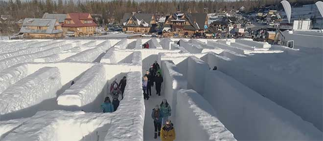 The Snowlandia ice labyrinth has proven to be a popular hit with families. (Photo: Snowlandia)