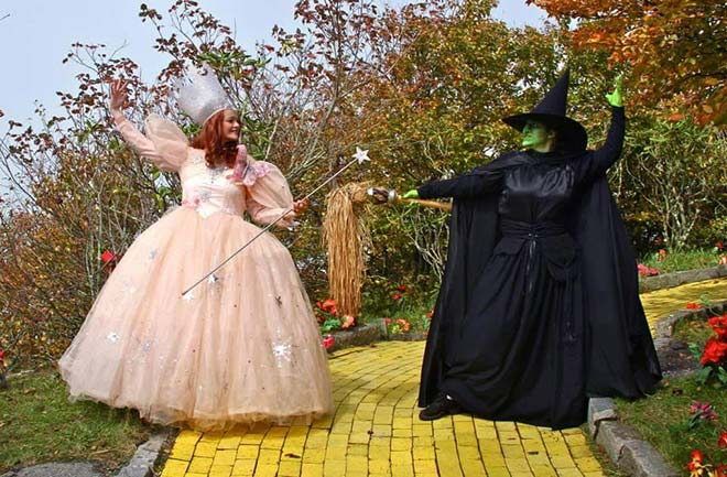 Nearly 80 years down the line and there's still tension between the Wicked Witch of the West and the Good Witch Glinda. (Photo: Facebook/Land of Oz)