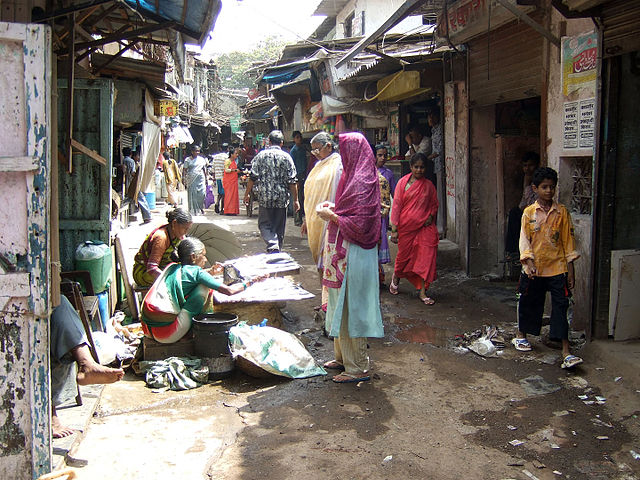 Dharavi Slum in Mumbai, India. According to worldpopulationreview.com 41.3% of the population of Mumbai live in slums. (Photo: Wikimedia/Kounosu)