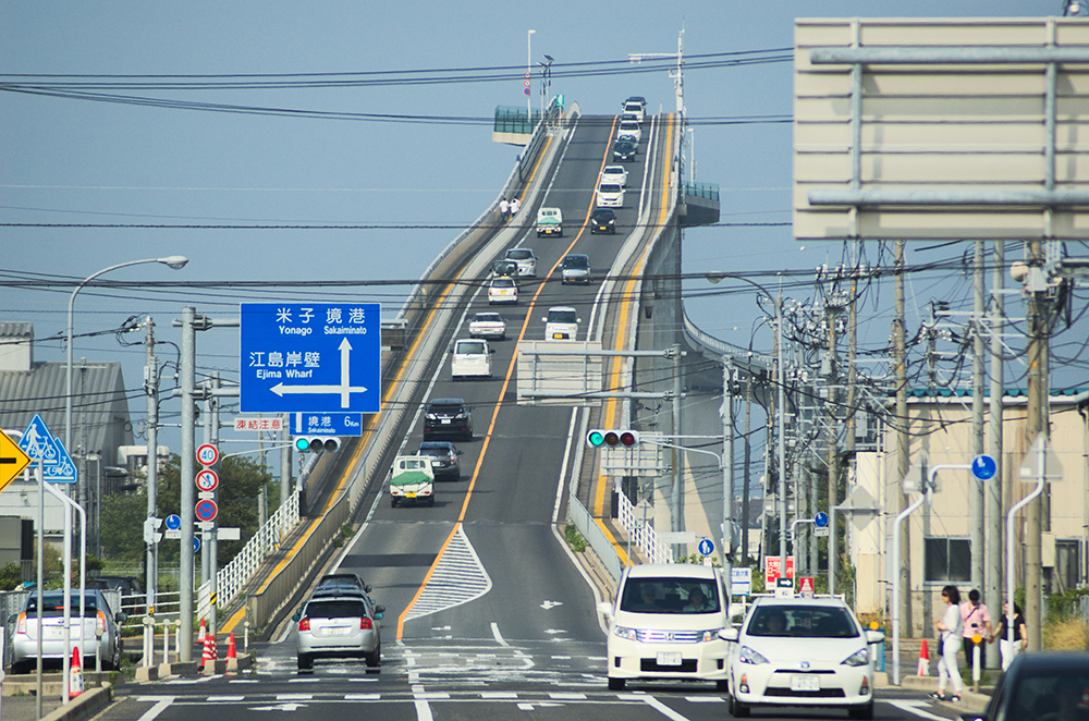 Eshima Ohashi Bridge is the largest rigid frame bridge in Japan and the third-largest in the world. (Photo: Wikimedia Commons/mstk east)