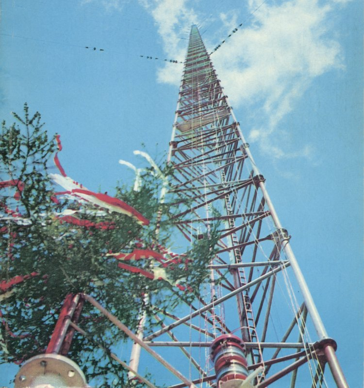 On 8th August 1991, the world's tallest manmade structure collapsed. The Warsaw radio mast would not be surpassed in height until 2009, when the Burj Khalifa was completed. (Photo: Wikimedia/R Kreyser)