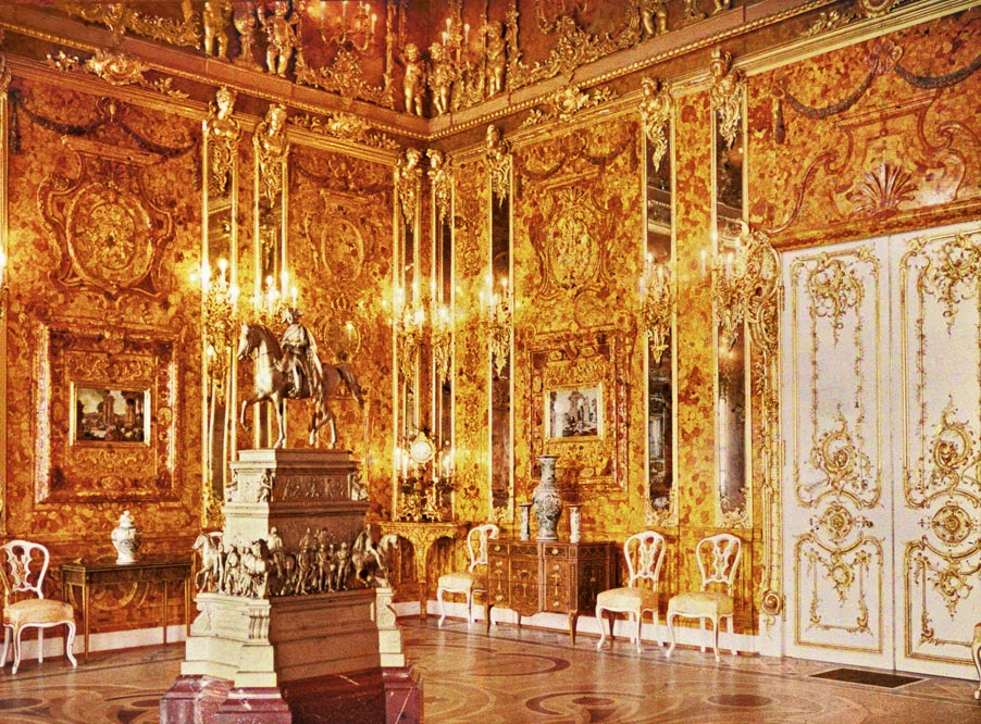 Construction of the original Amber Room started in Prussia in the year 1701. The room was gifted to Russian czar Peter the Great by Friedrich I, during a state visit to Prussia in 1716. (Photo: Wikimedia/Andrey Zeest)
