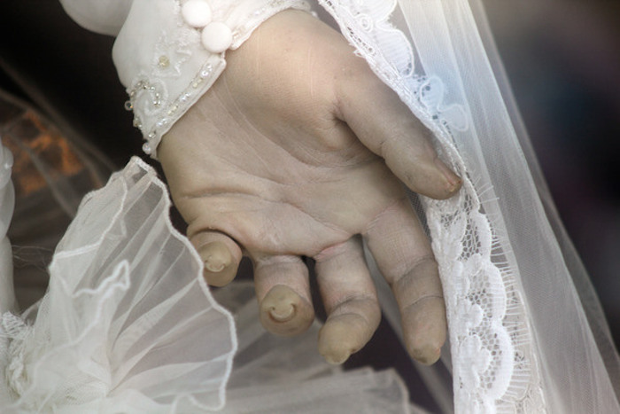 Close up of the hand of La Pascualita, a mannequin in a bridal shop in Chihuahua, Mexico. (Photo: Wikimedia Commons/Joeysodi)