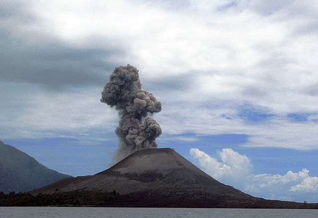 Anak Krakatoa has erupted 45 times since 1883. The strongest eruption, in 2018, measured 3 on the VEI scale and triggered a Tsunami that killed 437 people. (Photo: Wikipedia/flydime)