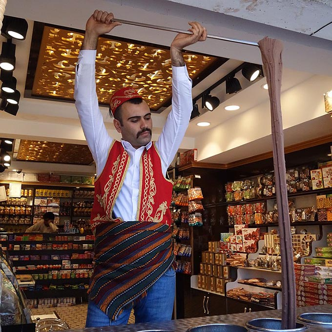 """The showmanship associated with the serving of Dondurma in Istanbul has become a popular draw for tourists, the city even has an """"ice cream district."""" (Photo: Wikimedia/Marinayvl)"""