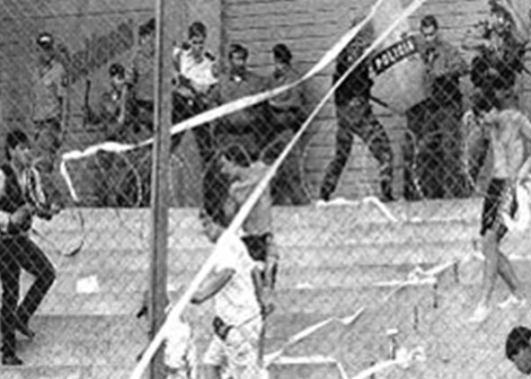 Salvadorans and Hondurans fight at the end of the football match at the Flor Blanca stadium, El Salvador, 15 June, 1969. (Photo: Wikimedia/Cantinfish)