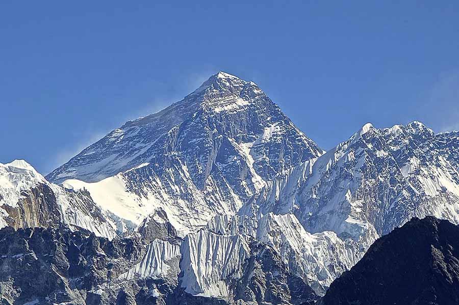 Mount Everest taken at an elevation of 5,300 meter from Gokyo Ri, Khumbu, Nepal. (Photo: Wikimedia/Rdevany)